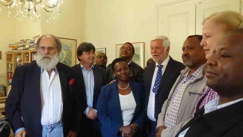 Μεταξύ των μελών της Κένυας site
